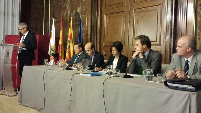 Políticos y profesores universitarios analizan a nueva Ley de Administración Local en torno a las competencias, financiación y transparencia